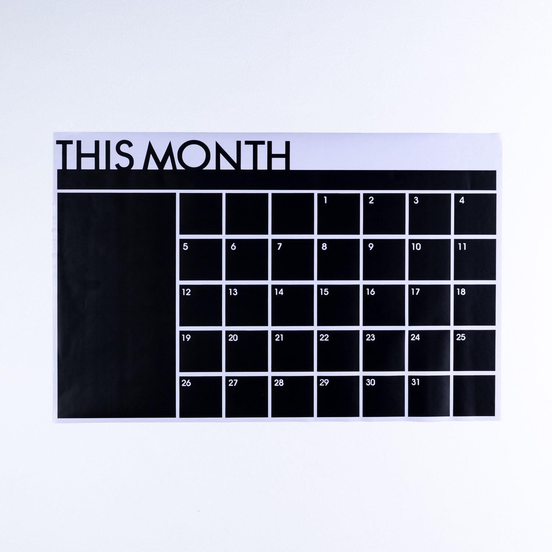 Pizarra De Vinilo Adhesivo Calendar Con 5 Tizas, imagen de galería 1